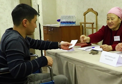 Territorial Election Commission representatives participate in a mock election to compare the differences between accessible and inaccessible polling stations. © OSCE Program Office in Bishkek