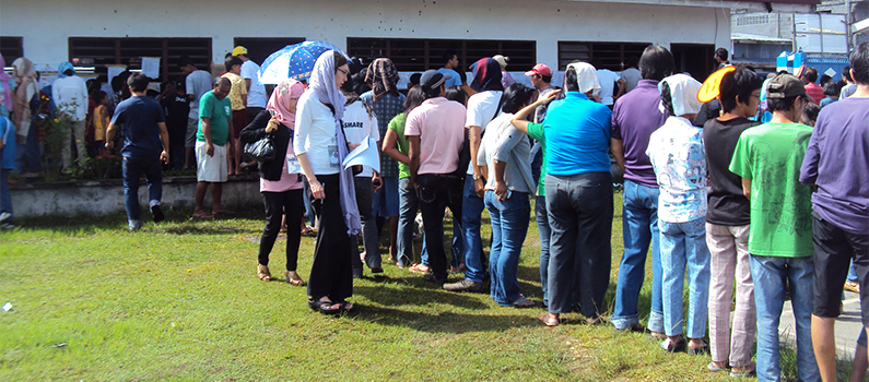 Long queuing of voters waiting to cast their vote.