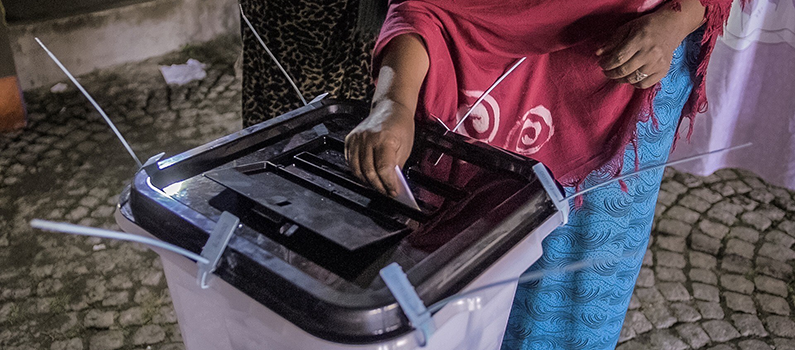 A resident of Ethiopia's Sidama Zone casts her ballot in the 2019 referendum.