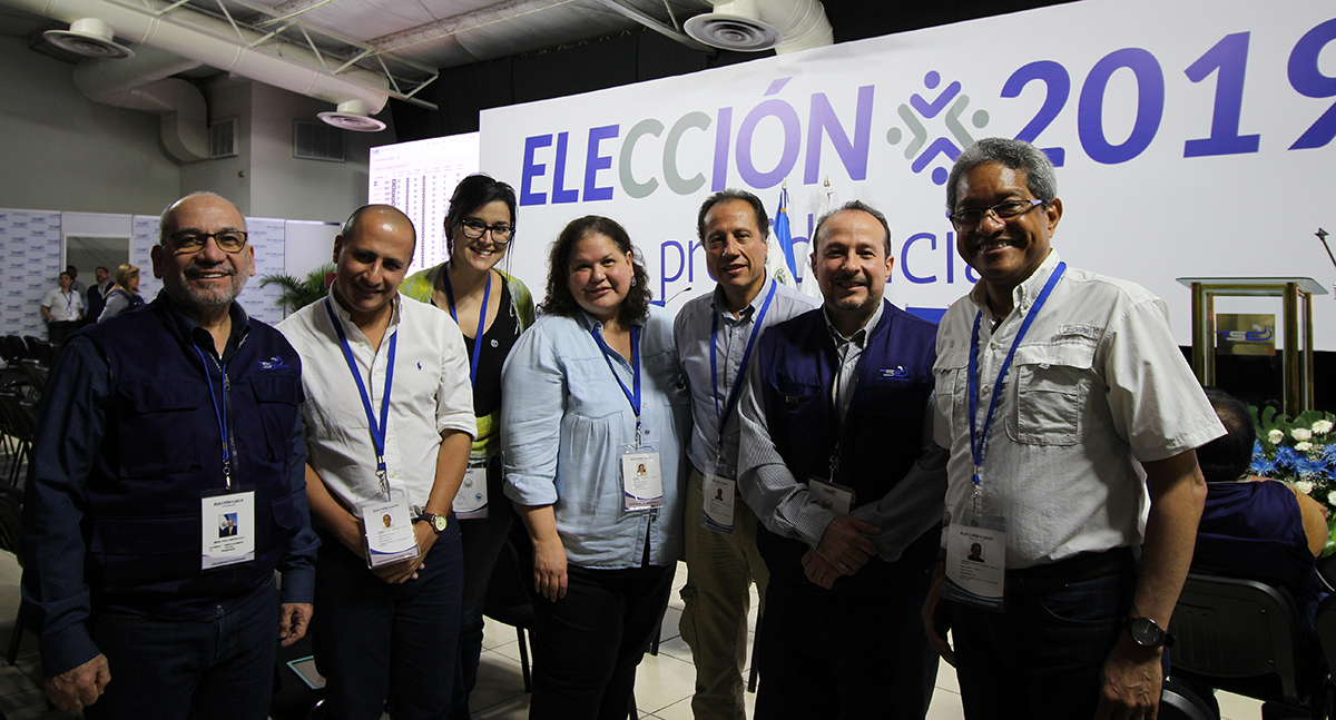 The IFES team meets with TSE members after the first post-election press conference.